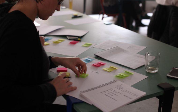 une participante à un Design Sprint